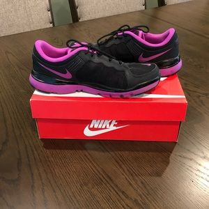 Women's black and purple nike sneakers